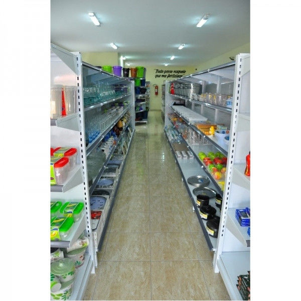 Instalações de Lojas com Gôndolas de Aço e Cestos